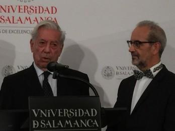 Mario Vargas Llosa, antes de ser nombrado Doctor Honoris Causa por la Universidad de Salamanca.