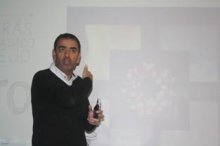 José Manuel López, autor de Scentia