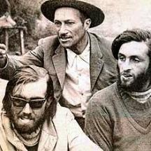 Nando Parrado y Roberto Canessa (abajo derecha), junto al arriero chileno Sergio Catalán, diciembre de 1972