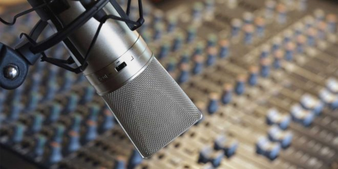 microfono-de-radio-660x330